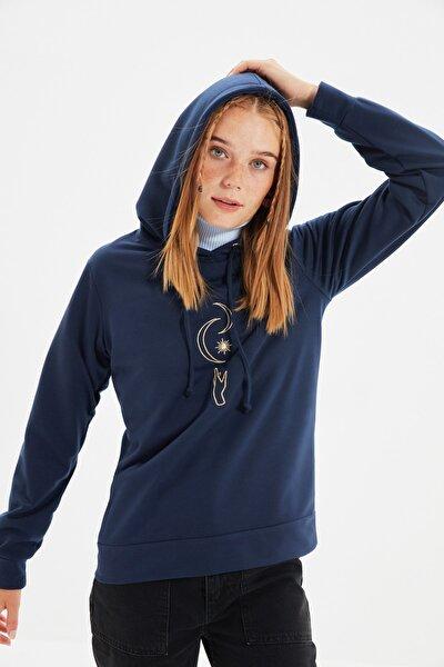 Lacivert Nakışlı Basic Kapüşonlu Örme Sweatshirt TWOAW21SW0341