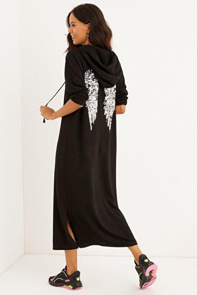 Kadın Siyah Sırtı Nakışlı Kapüşonlu Maxi Elbise BK1256