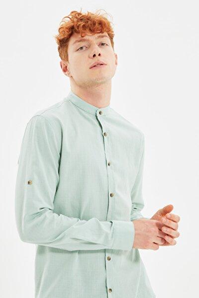 Yeşil Erkek Basic Hakim Yaka Apoletli Slim Fit Uzun Kollu Gömlek TMNSS20GO0188