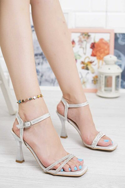35 Numara Abiye Gümüş Topuklu İki Bantlı İnce Pırlanta Taşlı Bilekten Tokalı Kadın Ayakkabı