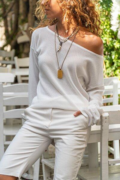 Kadın Beyaz Kayık Yaka Salaş Ajurlu İnce Örme Bluz GK-BST2977