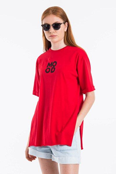 Kadın Kırmızı Yırtmaçlı Mood Baskılı T-shirt