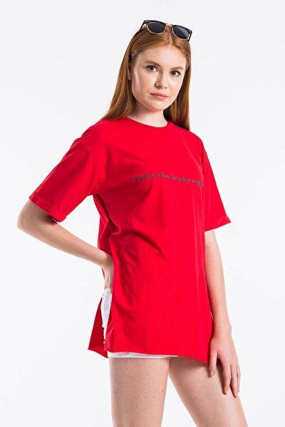 Kadın Kırmızı Yırtmaçlı Salaş T-shirt