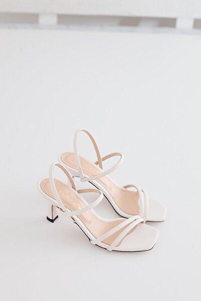 Kadın Beyaz Bantlı Kısa İnce Topuklu Sandalet