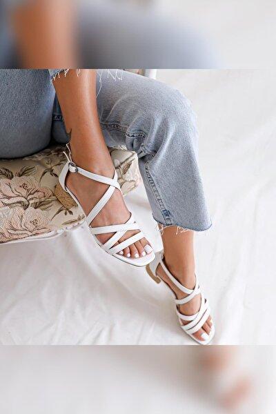 Kadın Beyaz Çapraz Bantlı Hasırlı Alçak Topuklu Sandalet