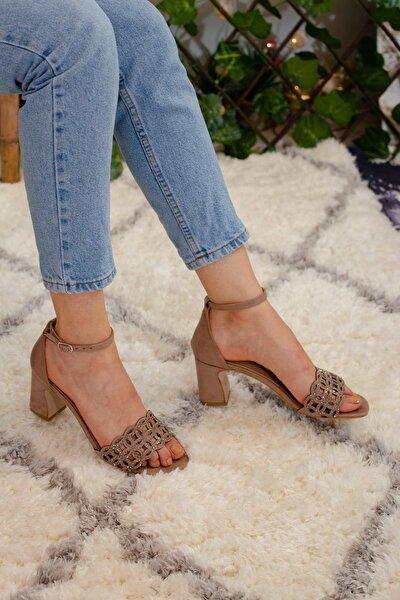 Kadın Ten Süet Lazerli Taş Detaylı Tek Bant Sandalet