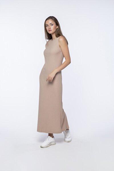 Kadın Bej Vücudu Saran Krem Renkli Uzun Yırtmaçlı Elbise