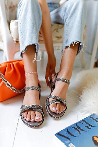 Kadın Gümüş Çapraz Taş Detaylı Sandalet