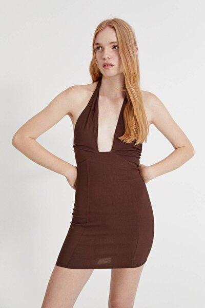 Kısa kollu çapraz yaka elbise