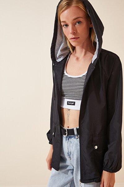Kadın Siyah Kapüşonlu Mevsimlik Rüzgarlık Ceket KY00002