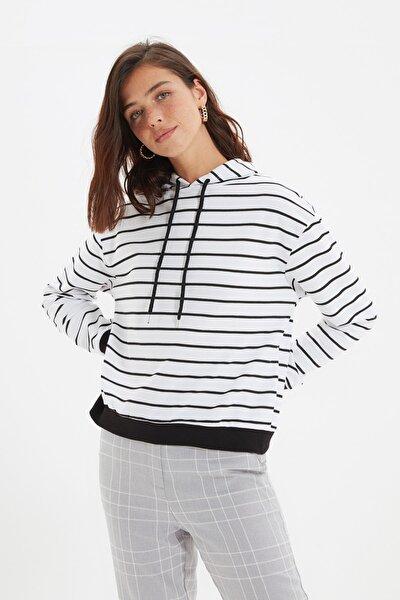 Beyaz Çizgili Basic Örme İnce Sweatshirt TWOAW21SW0789