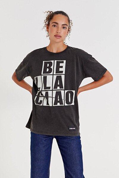 "Siyah Money Heist X Pull&Bear ""Bella Ciao"" Sloganlı T-Shirt"