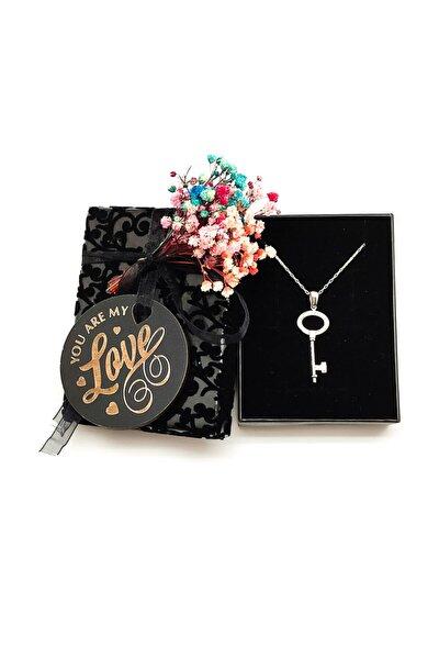 You Are My Love Yazılı Kuru Çiçekler Ile Süslenmiş Kutuda Anahtar Model Gümüş Kolye