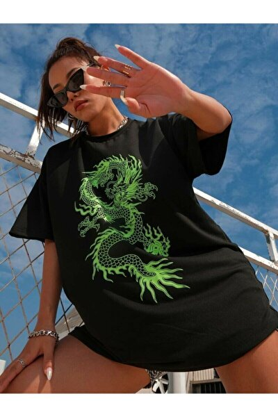 Kadın Siyah Üzerine Yeşil Baskı Dragon Oversize T-shirt