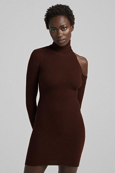 Omzu Pencere Detaylı Dik Yaka Mini Elbise