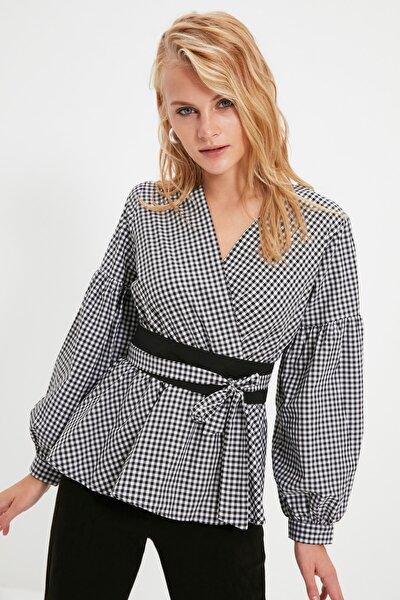 Siyah Kareli Bağlama Detaylı Bluz TWOSS20BZ0033