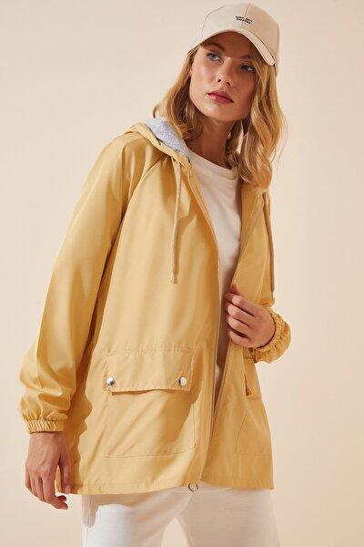 Kadın Vanilya Kapüşonlu Mevsimlik Rüzgarlık Ceket KY00002