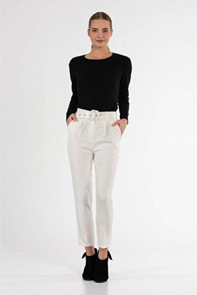 Kemerli Beyaz Bilek Kadın Pantolon