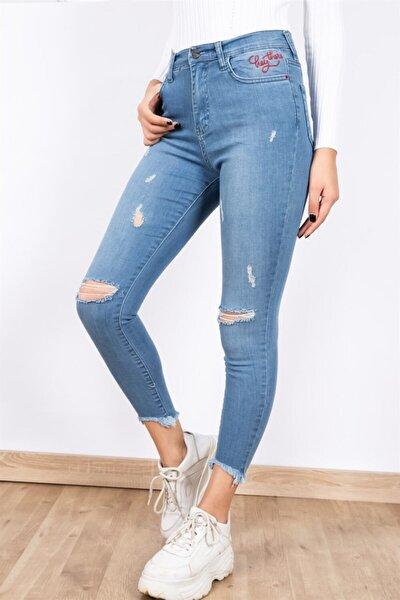 Paça Detaylı Cep Nakışlı Lazer Kesim Kot Pantolon - Açık Mavi