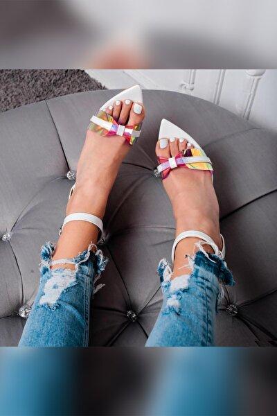 Alaya Beyaz Şeffaf Pudra Hologram Detaylı Ince Topuklu Sandalet Sivri Burunlu