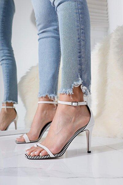 Kadın Beyaz Çizgili İnce Bantlı Parmak Arası Bilekten Kemerli Topuklu Sandalet