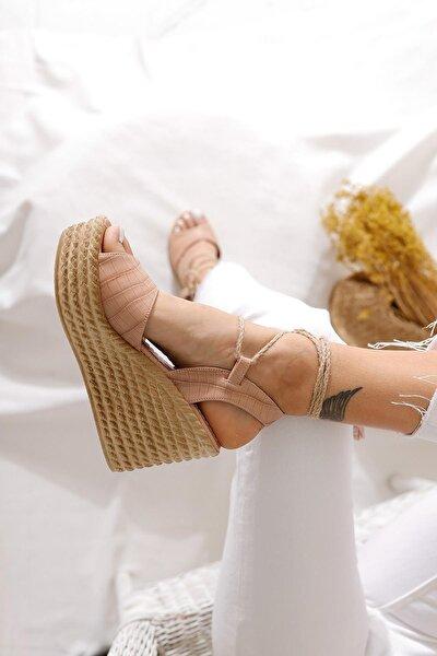 Kadın Nude Rengi Kroko Bilekten Bağlamalı Dolgu Topuk Sandalet