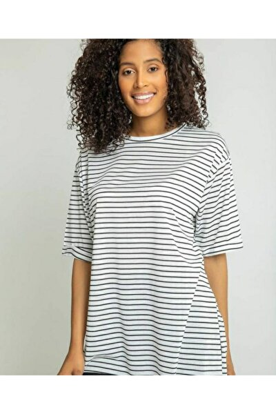 Kadın Beyaz Çizgili Yarım Kol Yandan Yırtmaçlı T-shirt
