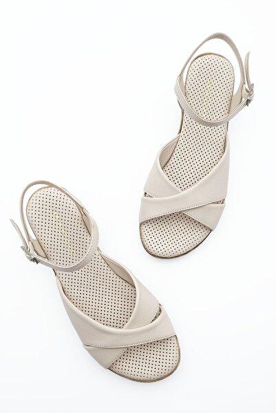 Kadın Hakiki Deri Dolgu Topuk Sandalet Arastobej
