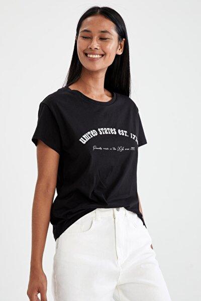 Kadın Siyah Slogan Baskılı Pamuklu Relax Fit Kısa Kollu Tişört U4537AZ21SPBK