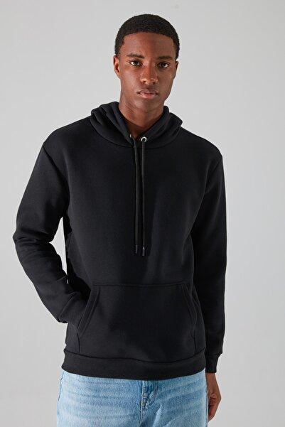 Siyah Erkek Regular Fit Kapüşonlu Uzun Kollu Kanguru Cepli Sweatshirt TMNAW20SW0163