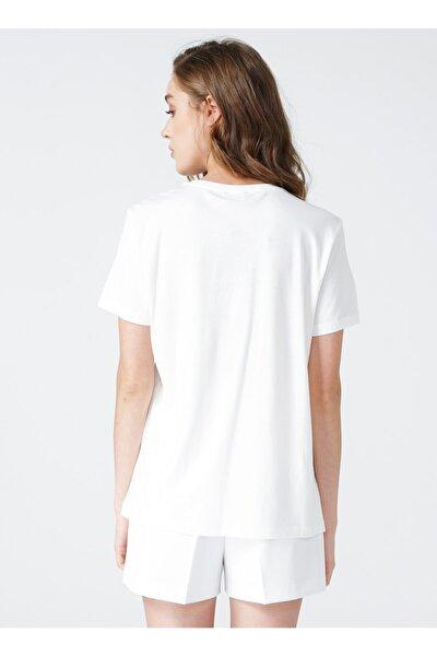 Bisiklet Yaka Beyaz Nakışlı Kadın T-shirt