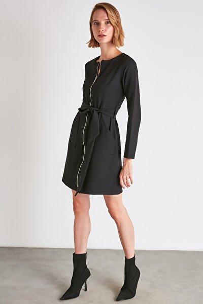 Siyah Kuşaklı Fermuar Detaylı Elbise TWOAW21EL1857