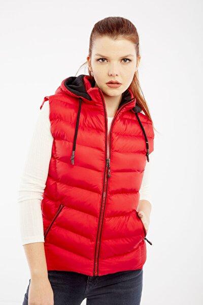 Kadın Kırmızı Kapüşonlu Şişme Yelek Kapüşon İçi Polar 5000