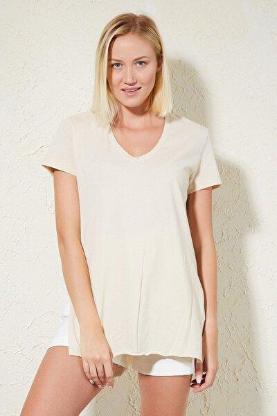 Kadın V Yaka Yanları Yırtmaçlı T-shirt