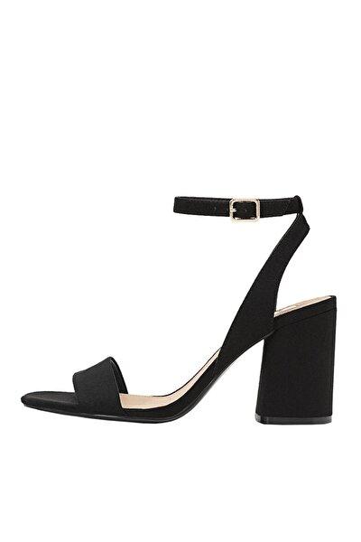 Kadın Siyah Bilekten Bantlı Topuklu Sandalet 19202570