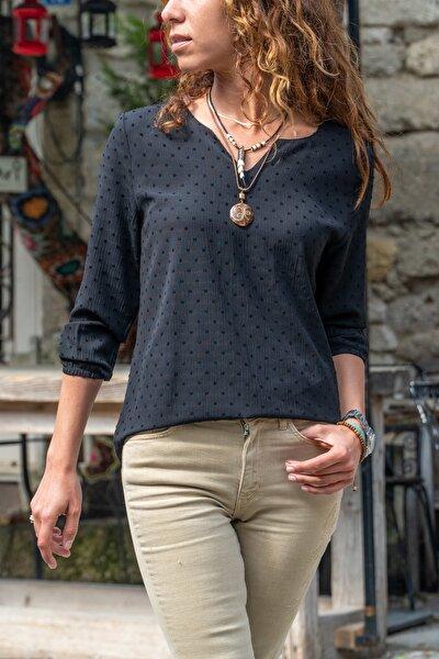 Kadın Sıyah Yakası Yırtmaçlı Özel Dokulu Bluz GK-BST2841