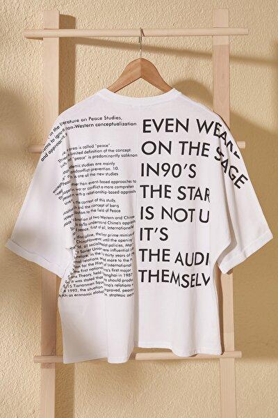 Beyaz Ön Ve Sırt Baskılı Boyfriend Örme T-Shirt TWOSS20TS1275