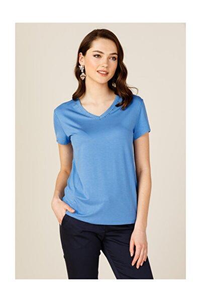 Kadın Mavi Yakası Taşlı Tişört