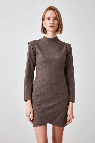 Kahverengi Omuz Detaylı Elbise TWOAW21EL1886