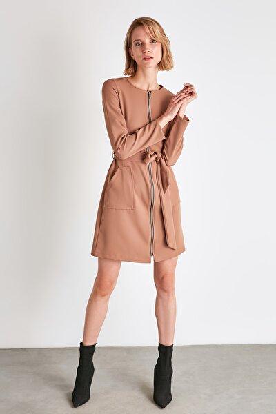 Camel Kuşaklı Fermuar Detaylı Elbise TWOAW21EL1857