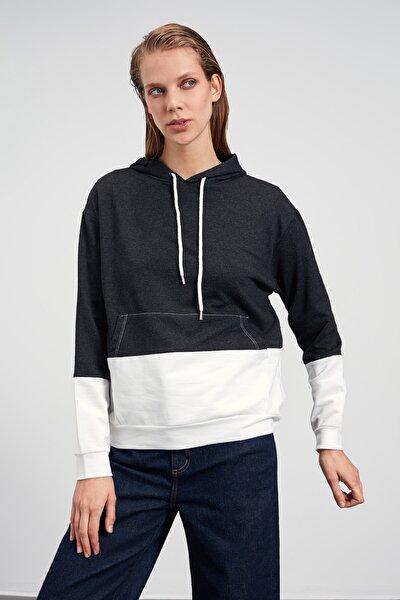 Antrasit Kapüşonlu ve Kanguru Cepli Örme Sweatshirt TWOAW21SW1612