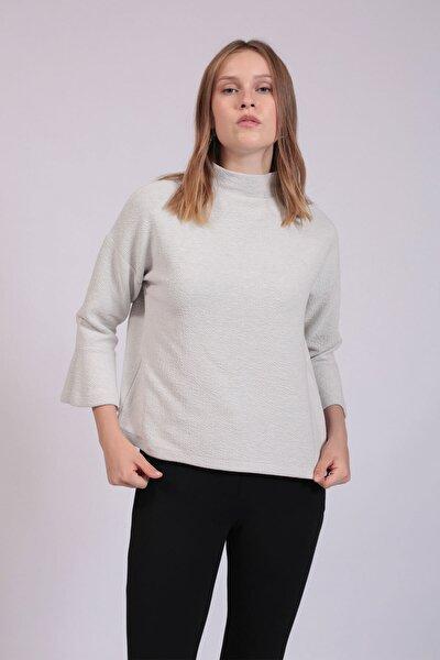 Kadın Beyaz Yarım Balıkçı Yaka Kolları Volanlı Bluz  HN2755