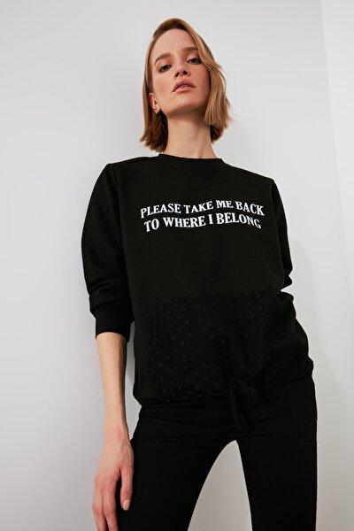 Siyah Baskılı Tül Cep Detaylı Örme Sweatshirt TWOAW21SW1198