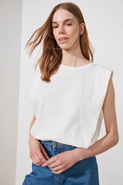 Beyaz Vatkalı Basic Örme T-Shirt TWOSS20TS0866