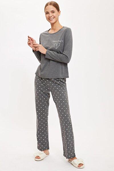 Altı Desenli Üstü Minimal Baskılı Pijama Takımı