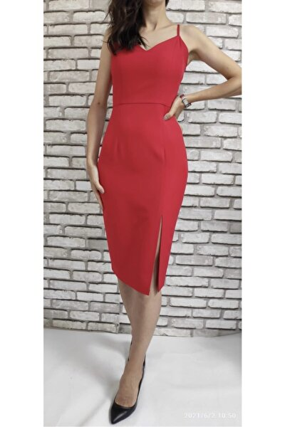 Kırmızı Yandan Yırtmaçlı Elbise