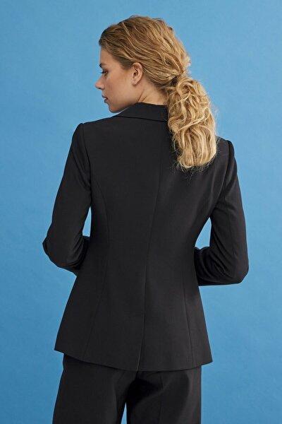 Kadın Siyah Şık Düğmeli Blazer