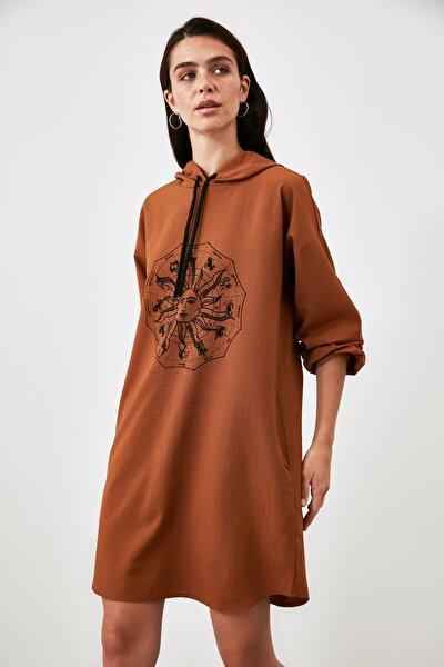 Camel Baskılı Kapüşonlu Elbise TWOAW21EL2036