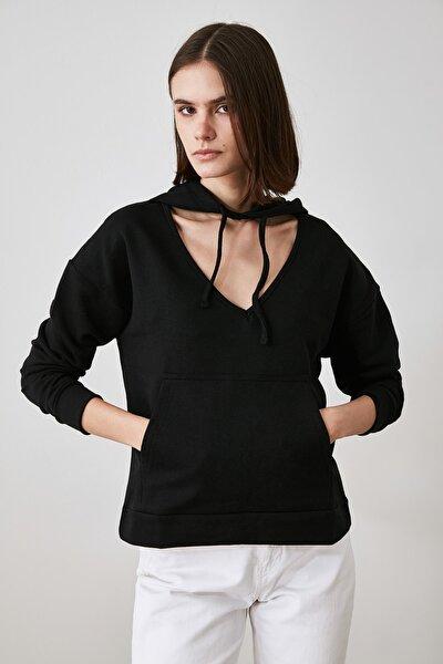 Siyah Yaka Detaylı Örme Sweatshirt TWOAW21SW1452