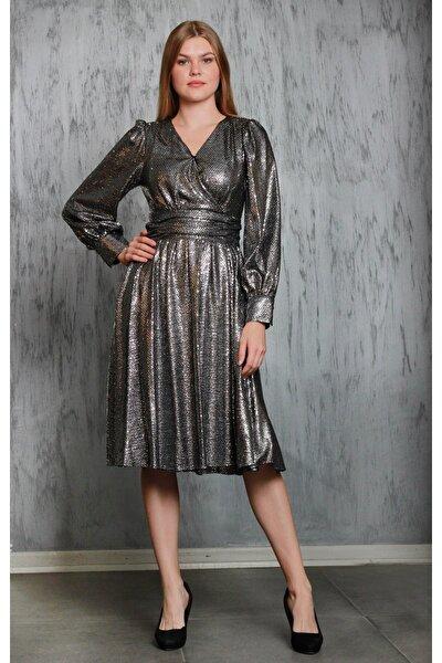 Kadın Gümüş Parlak Kumaş Kloş Etekli Kruvaze Yaka Elbise Je87171